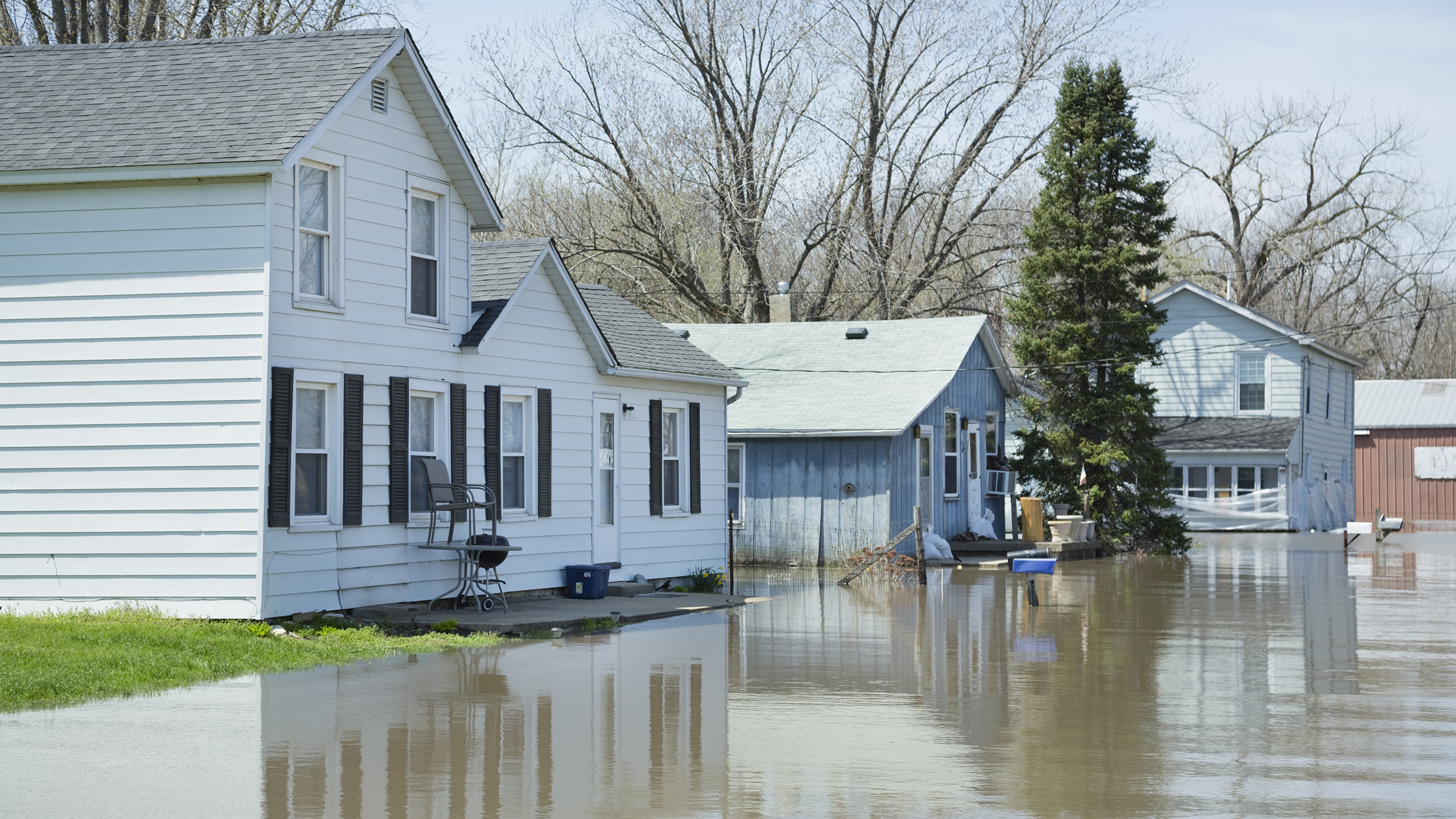 flooded houses in the midwest